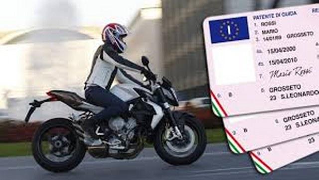 guida moto con patente B