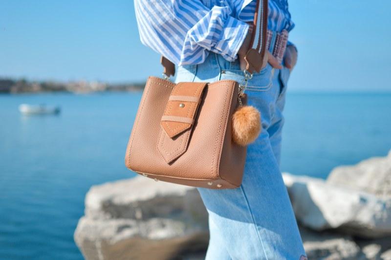 Comment porter un sac à bandoulière (et quel sac choisir)